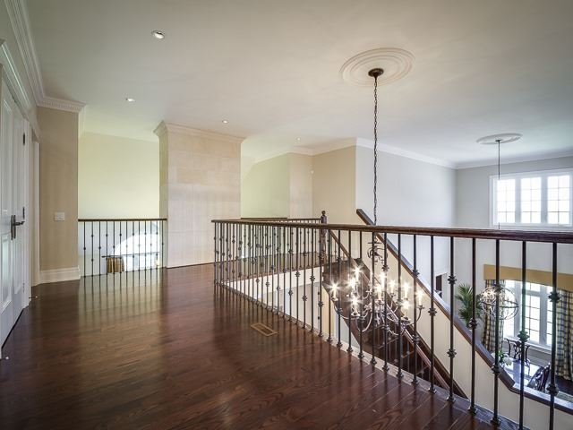 Detached at 125 Rainbow's End, Vaughan, Ontario. Image 10