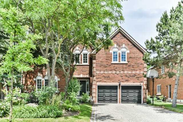 Detached at 2 Clarendon Dr, Richmond Hill, Ontario. Image 1