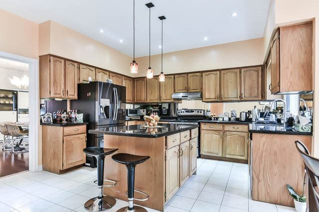 Detached at 2 Clarendon Dr, Richmond Hill, Ontario. Image 20