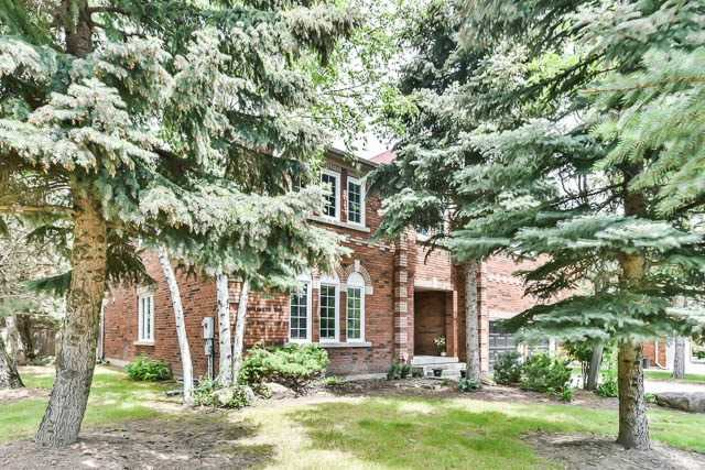 Detached at 2 Clarendon Dr, Richmond Hill, Ontario. Image 10