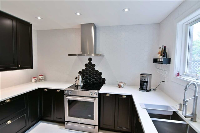 Detached at 295 Plymouth Tr, Newmarket, Ontario. Image 10