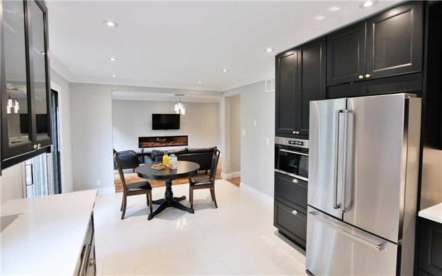 Detached at 295 Plymouth Tr, Newmarket, Ontario. Image 11