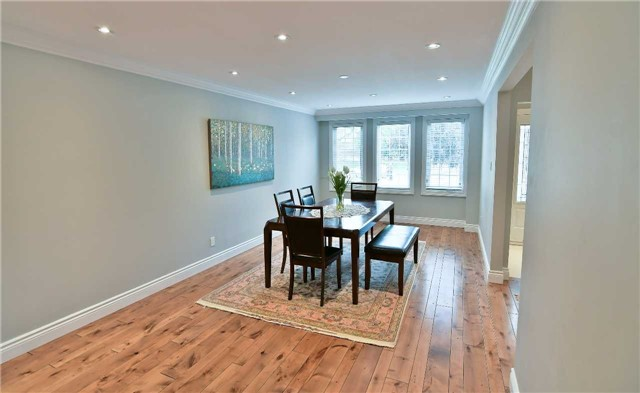 Detached at 295 Plymouth Tr, Newmarket, Ontario. Image 12