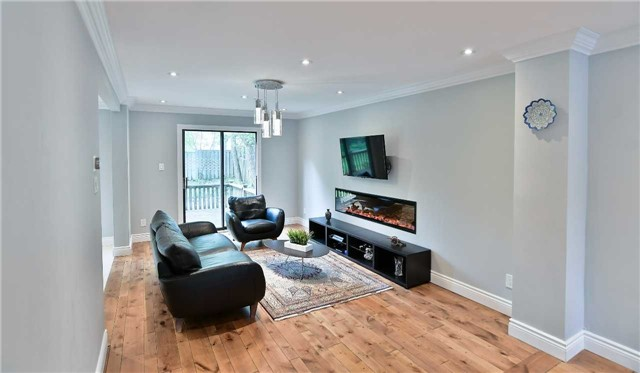 Detached at 295 Plymouth Tr, Newmarket, Ontario. Image 13