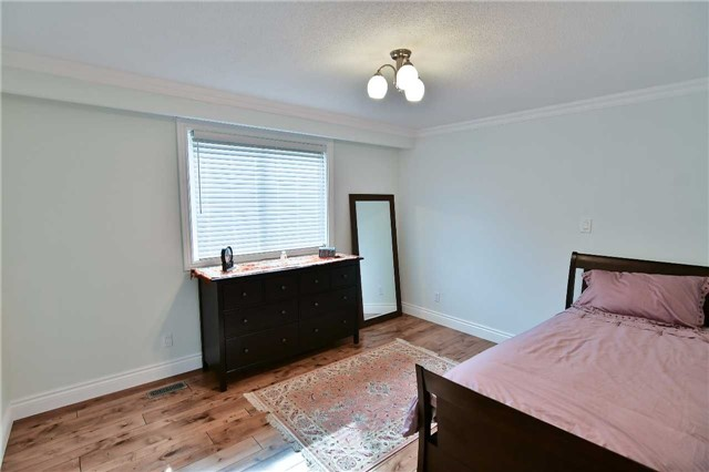 Detached at 295 Plymouth Tr, Newmarket, Ontario. Image 14