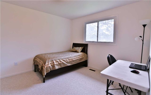 Detached at 295 Plymouth Tr, Newmarket, Ontario. Image 2