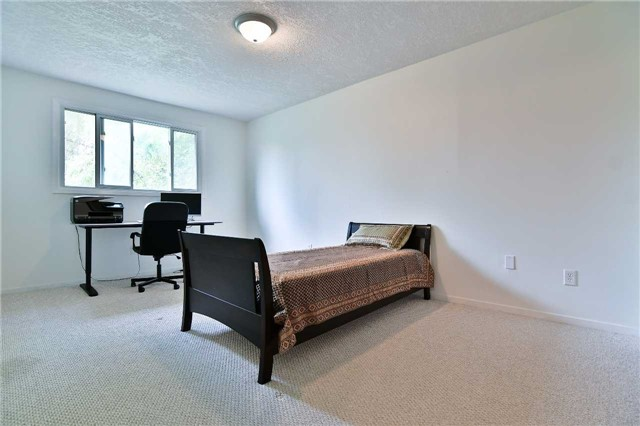 Detached at 295 Plymouth Tr, Newmarket, Ontario. Image 3