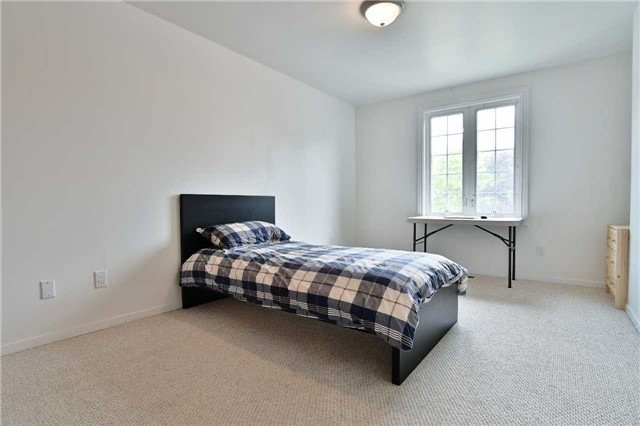 Detached at 295 Plymouth Tr, Newmarket, Ontario. Image 4
