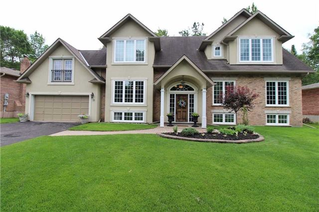 Detached at 21 Amberglen Crt, East Gwillimbury, Ontario. Image 1
