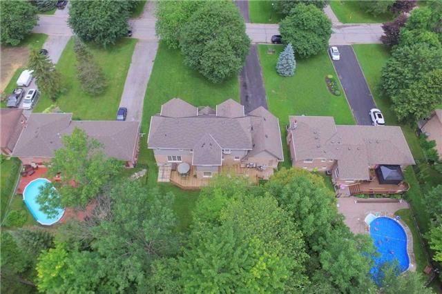 Detached at 21 Amberglen Crt, East Gwillimbury, Ontario. Image 13