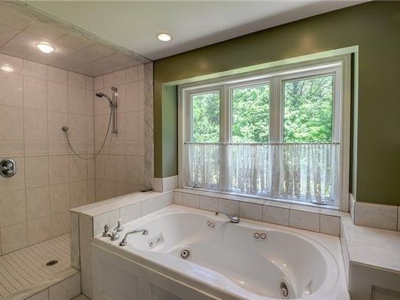Detached at 4834 Cherry St, Whitchurch-Stouffville, Ontario. Image 2