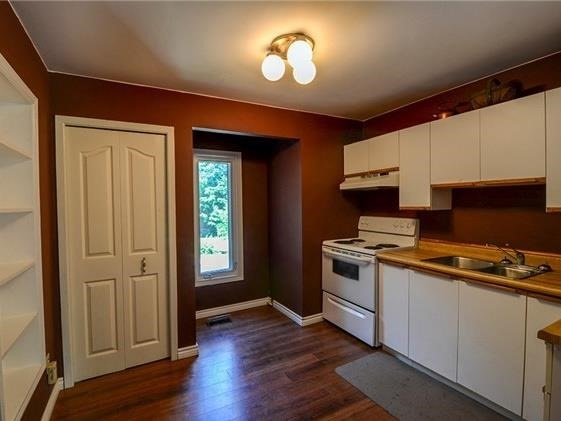 Detached at 4834 Cherry St, Whitchurch-Stouffville, Ontario. Image 5