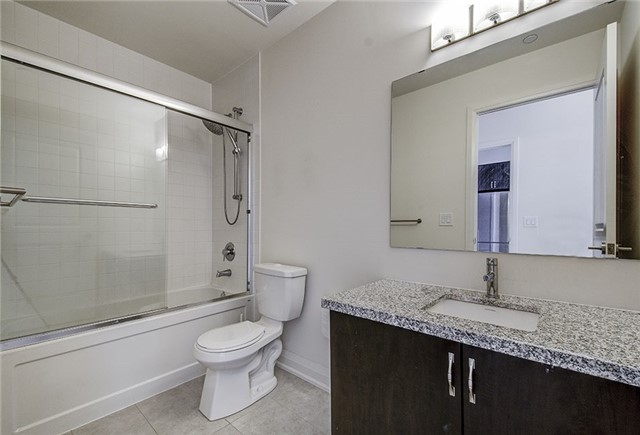 Condo Apartment at 8763 Bayview Ave, Unit 620, Richmond Hill, Ontario. Image 3