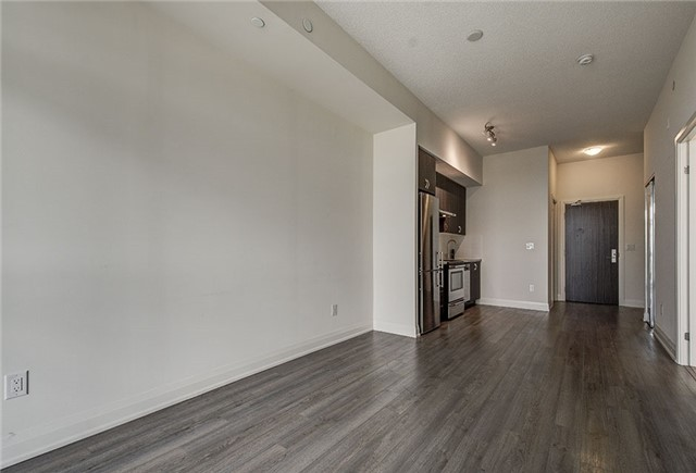 Condo Apartment at 8763 Bayview Ave, Unit 620, Richmond Hill, Ontario. Image 5