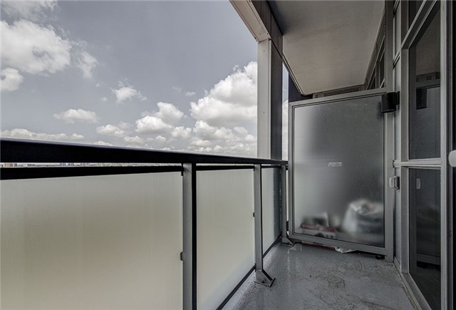Condo Apartment at 8763 Bayview Ave, Unit 620, Richmond Hill, Ontario. Image 6