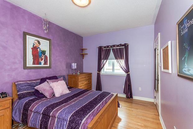 Detached at 136 Preston Hill Cres, Vaughan, Ontario. Image 4