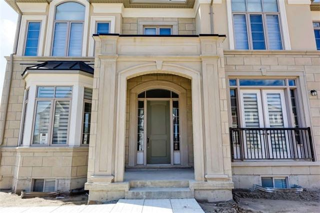 Detached at 77 Settlement Cres, Richmond Hill, Ontario. Image 12