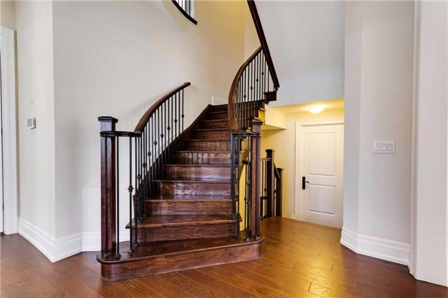 Detached at 77 Settlement Cres, Richmond Hill, Ontario. Image 2