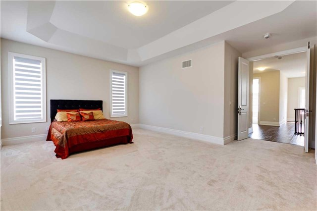 Detached at 77 Settlement Cres, Richmond Hill, Ontario. Image 4
