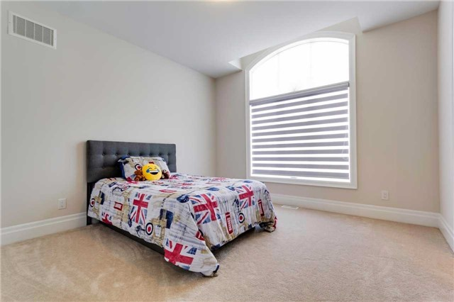 Detached at 77 Settlement Cres, Richmond Hill, Ontario. Image 7
