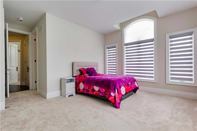 Detached at 77 Settlement Cres, Richmond Hill, Ontario. Image 8
