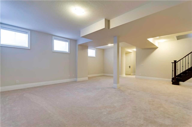Detached at 77 Settlement Cres, Richmond Hill, Ontario. Image 11