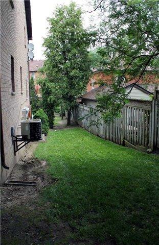 Condo Townhouse at 24 William Farr Lane, Unit 8, Vaughan, Ontario. Image 10
