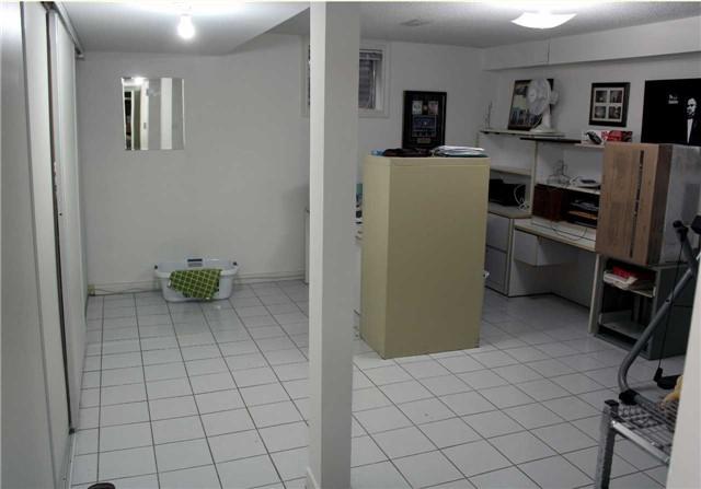 Condo Townhouse at 24 William Farr Lane, Unit 8, Vaughan, Ontario. Image 5