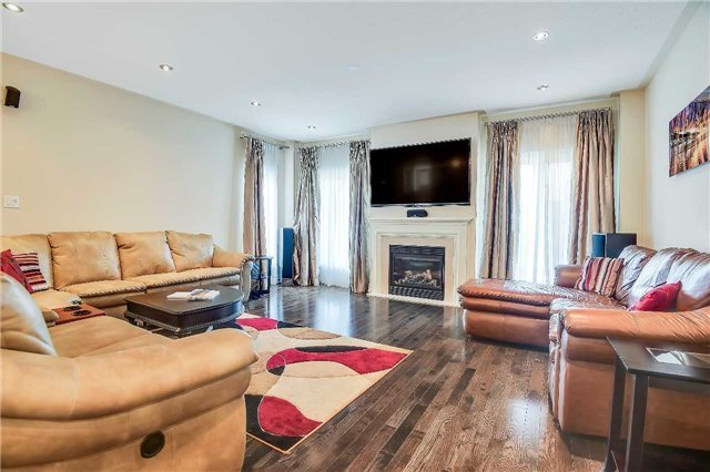 Detached at 722 Peter Hall Dr, Newmarket, Ontario. Image 2