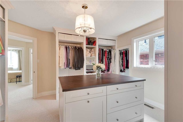 Detached at 722 Peter Hall Dr, Newmarket, Ontario. Image 6