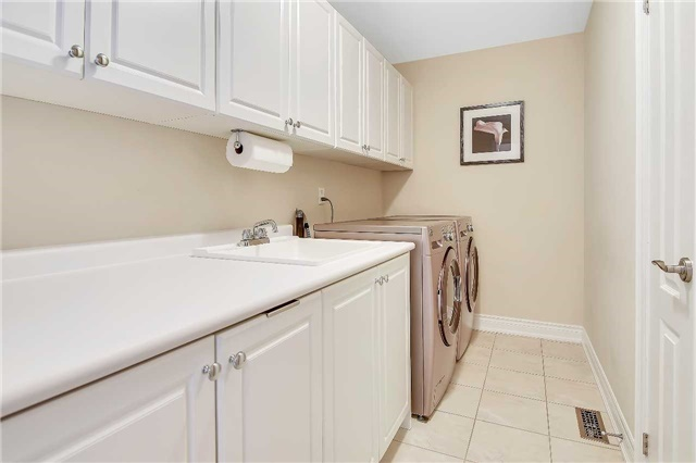 Detached at 722 Peter Hall Dr, Newmarket, Ontario. Image 10