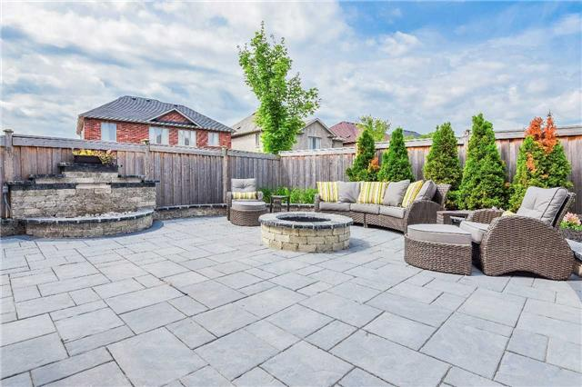 Detached at 722 Peter Hall Dr, Newmarket, Ontario. Image 13
