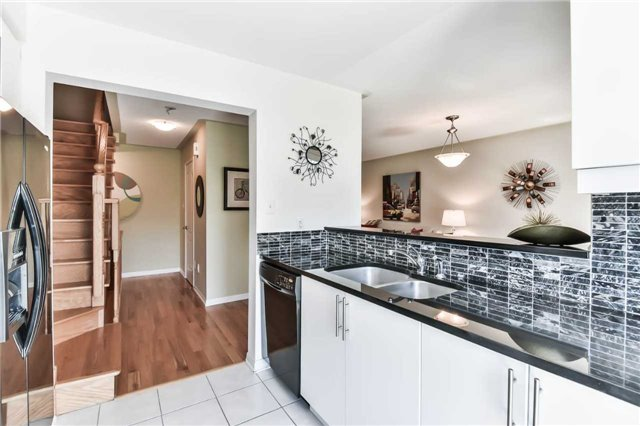 Townhouse at 55 Miltrose Cres, Whitchurch-Stouffville, Ontario. Image 2
