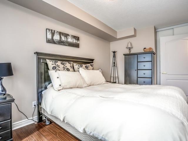 Condo Apartment at 399 South Park Rd, Unit 305, Markham, Ontario. Image 5