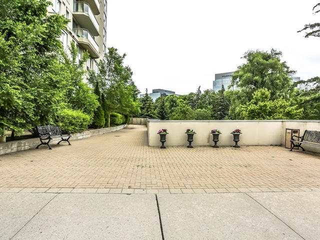 Condo Apartment at 399 South Park Rd, Unit 305, Markham, Ontario. Image 7