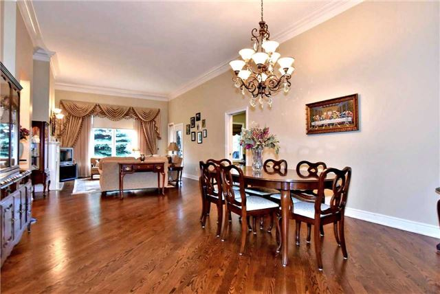 Detached at 22 Sir George, Whitchurch-Stouffville, Ontario. Image 14