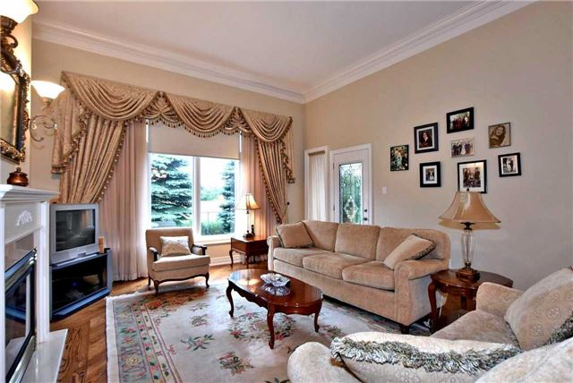 Detached at 22 Sir George, Whitchurch-Stouffville, Ontario. Image 15