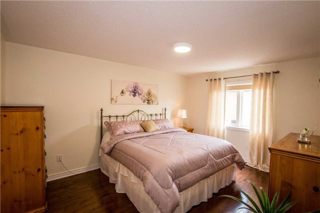 Detached at 39 Kirkvalley Cres, Aurora, Ontario. Image 7