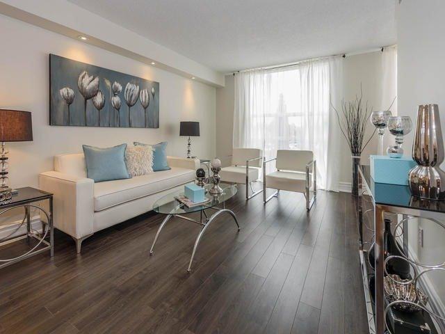 Condo Apartment at 30 Harding Blvd W, Unit 208, Richmond Hill, Ontario. Image 1