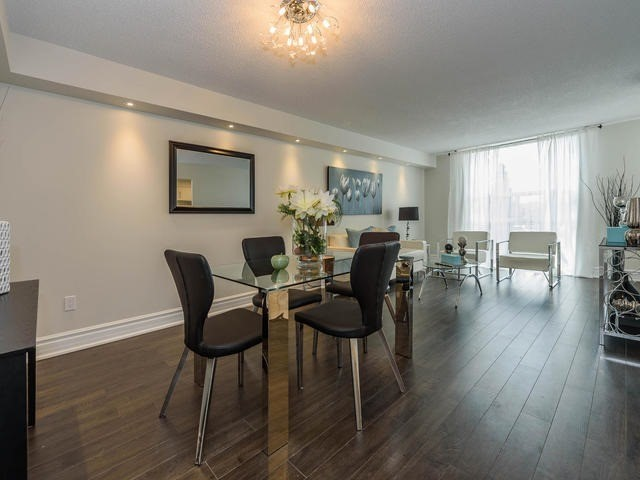 Condo Apartment at 30 Harding Blvd W, Unit 208, Richmond Hill, Ontario. Image 12
