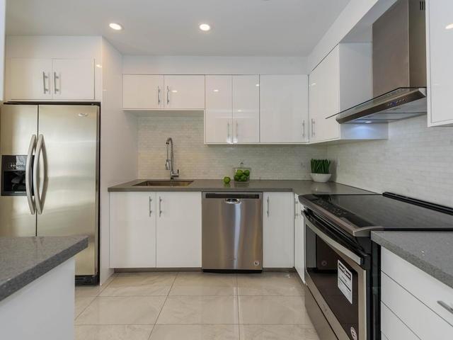 Condo Apartment at 30 Harding Blvd W, Unit 208, Richmond Hill, Ontario. Image 13