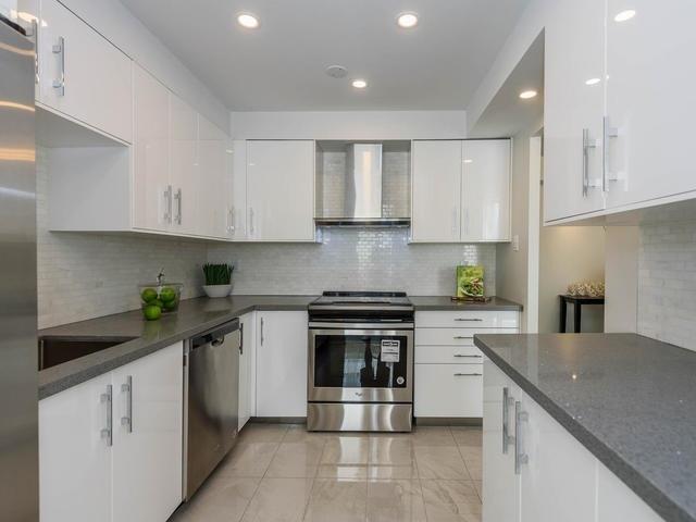 Condo Apartment at 30 Harding Blvd W, Unit 208, Richmond Hill, Ontario. Image 14