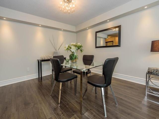 Condo Apartment at 30 Harding Blvd W, Unit 208, Richmond Hill, Ontario. Image 15