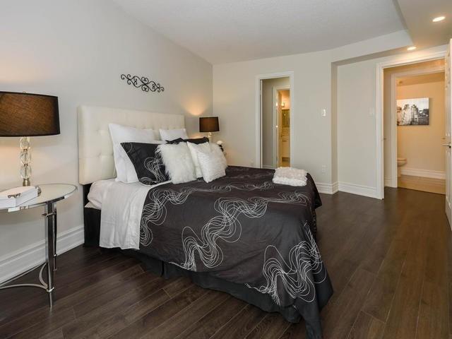 Condo Apartment at 30 Harding Blvd W, Unit 208, Richmond Hill, Ontario. Image 16