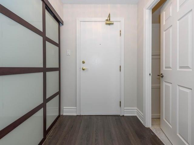 Condo Apartment at 30 Harding Blvd W, Unit 208, Richmond Hill, Ontario. Image 17