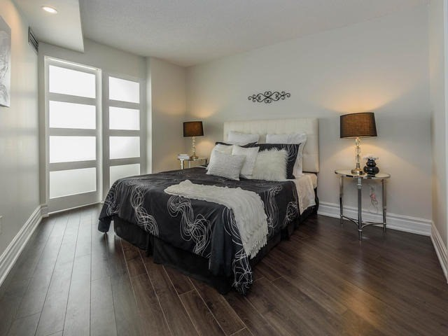 Condo Apartment at 30 Harding Blvd W, Unit 208, Richmond Hill, Ontario. Image 19