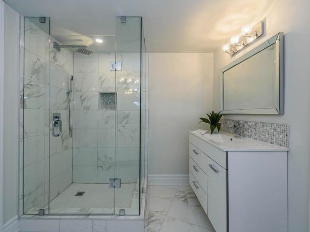 Condo Apartment at 30 Harding Blvd W, Unit 208, Richmond Hill, Ontario. Image 3