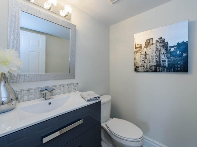 Condo Apartment at 30 Harding Blvd W, Unit 208, Richmond Hill, Ontario. Image 6