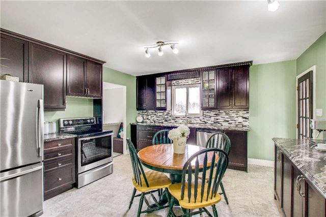 Detached at 21372 Highway 48, East Gwillimbury, Ontario. Image 2