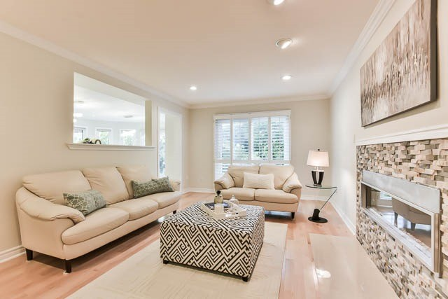 Detached at 28 Montclair Rd, Richmond Hill, Ontario. Image 2
